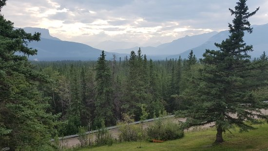 Overlander Mountain Lodge: View from resort's patio