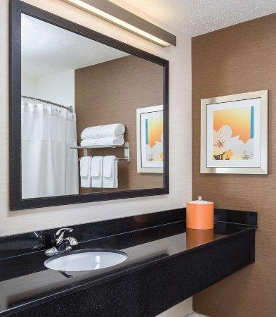 Lafayette, IN: Guest Bathroom