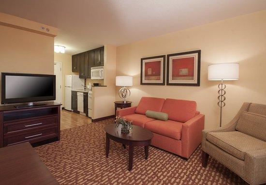 El Centro, CA: One-Bedroom Suite