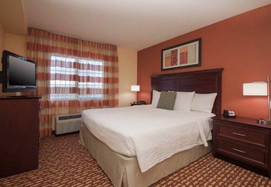 El Centro, CA: One-Bedroom Suite - Bedroom