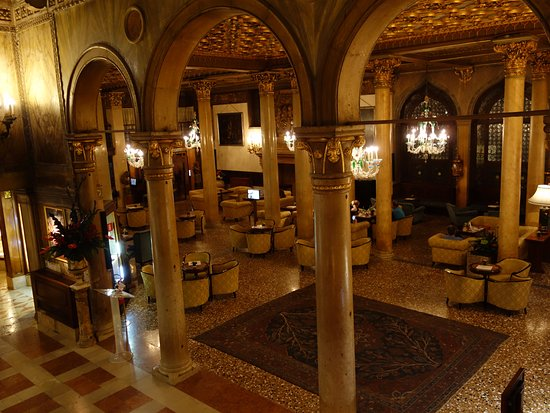 Hotel Danieli, A Luxury Collection Hotel: Cafe next to Reception