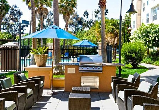 Newark, CA: Outdoor Patio & BBQ