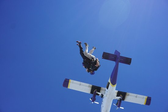 Mile-Hi-Skydiving : Too late to chicken out