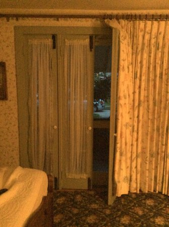 Henry Sawyer Inn : French doors to porch on First floor room
