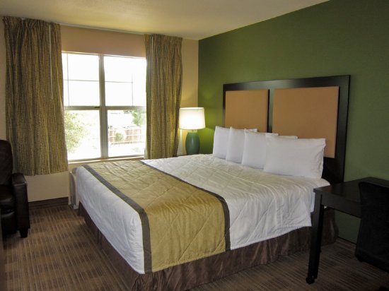 Stafford, TX: Superior Studio - 1 King Bed