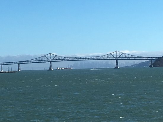 Point Richmond, Kalifornien: Richmond/San Rafael Bridge and San Francisco skyline