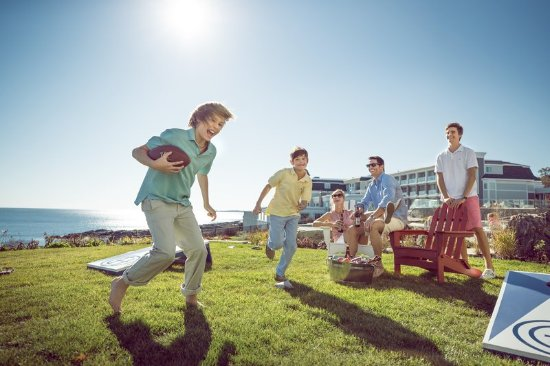 Cape Neddick, ME: Football on the lawn