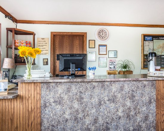 Livingston, MT: Front Desk