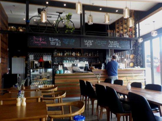 Brunswick, Australia: Bar and indoor dining area