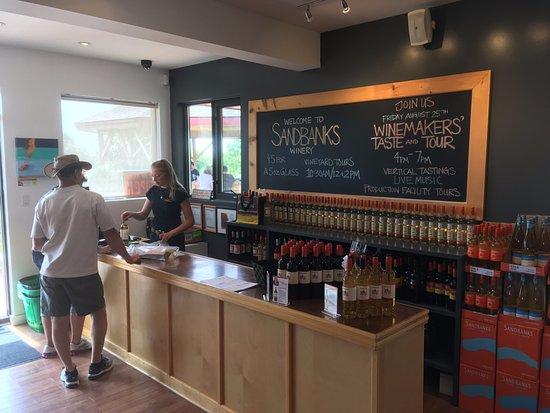 Wellington, Canadá: Vue intérieure de l'un des 3 comptoirs de la boutique