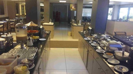 Hotel Vrishali Executive: Buffet Breakfast