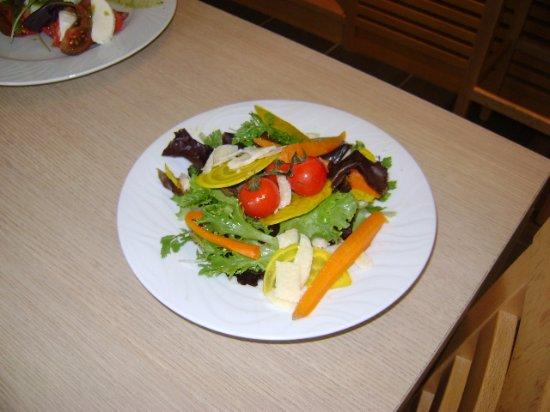Mirabeau, France: salade végétarienne