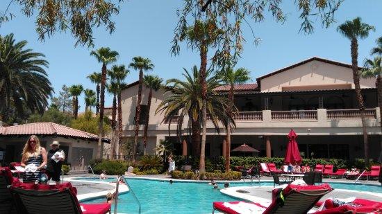 Tuscany Suites & Casino: area piscina