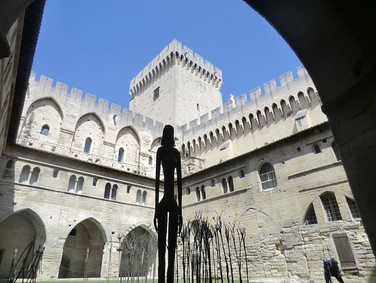 Pope's Palace (Palais des Papes): Binnenplaats