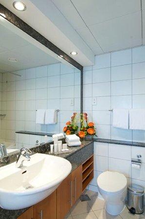 Al Salam Hotel Suites: Bathroom