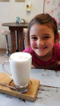 Bloubergstrand, Sydafrika: Birthday girl with her white hot chocolate