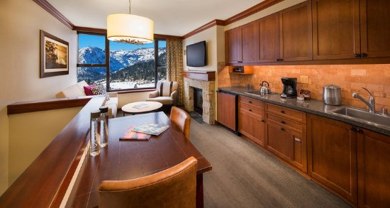 Olympic Valley, CA: Bi Level One Bedroom Fireplace Suite