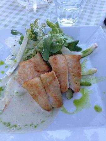 Une belle assiette de poisson, excellent!