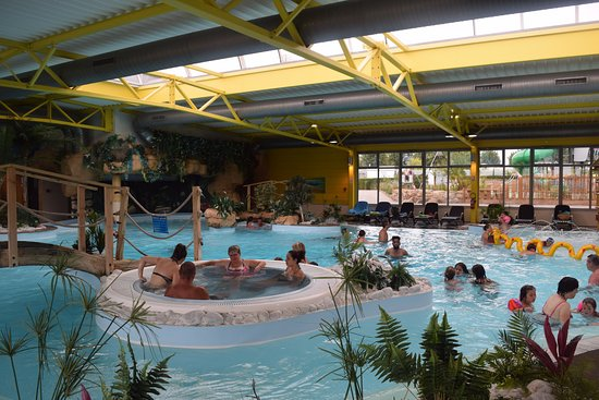 Camping Bel Air : piscine couverte