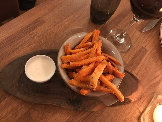 Littleborough, UK: Oh my goodness what a find this place is !! There are lots of eateries at Hollingworth Lake and