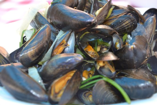 A Table: Moules