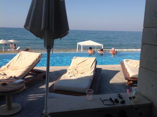 Grand Bay Beach Resort: Vue de notre chambre sharing pool.