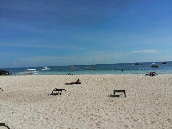 Alona Tropical Beach Resort: 20161211_144851_large.jpg