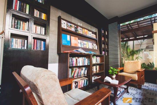 Karon Sea Sands Resort & Spa: keep calm and read a book