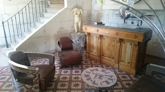 Vallabregues, France: kind of a lobby