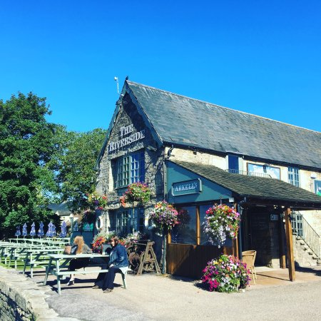 Lechlade, UK: View of the pub