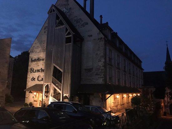 Dourdan, Francia: Evening view