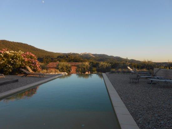 Seguret, Prancis: La piscine avec une magnifique vue