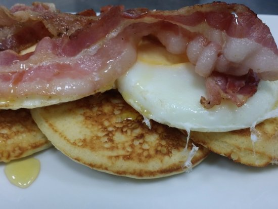 Misterbianco, Italy: The American with pancakes