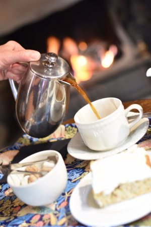 Stone House Hotel Restaurant: Coffee by the fire
