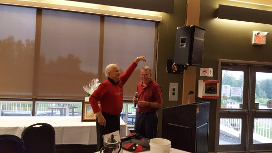 Chelmsford, Canadá: Happy Golf Friends and Master of Ceremonies