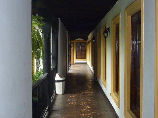 Hotel Posada Del Hermano Pedro: pasillo