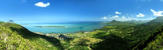Chamarel: Splendid View at our Sublime Point! You can contemplate the crystal clear water of the South Wes