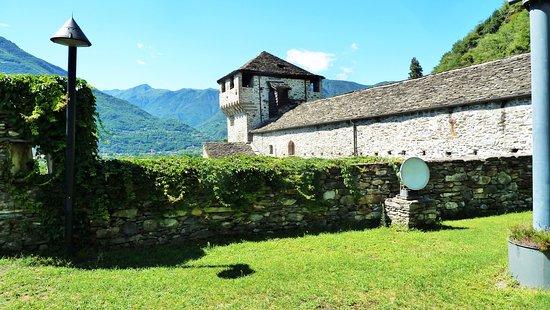 Vogogna, Italy: Spiazzo erboso
