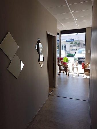 ฟัวซ์, ฝรั่งเศส: Un couloir large et accueillant nous mènent à la cabine technique et la cabine soin.