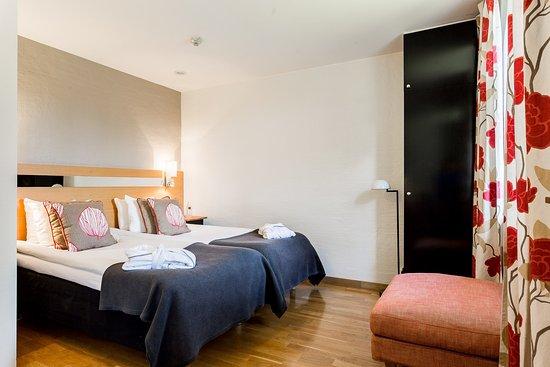 Sigtuna, Sweden: Double room / Dubbelrum med två sängar