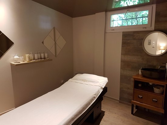 Foix, France: La cabine soin. Moment de détente ... Soin du visage, soin du corps, massage, gommage, massage D
