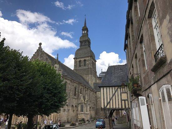 Basilique St-Sauveur: photo0.jpg