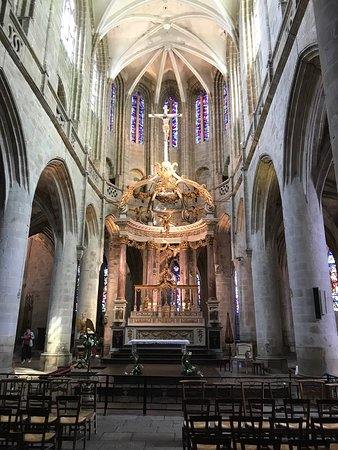 Basilique St-Sauveur: photo1.jpg