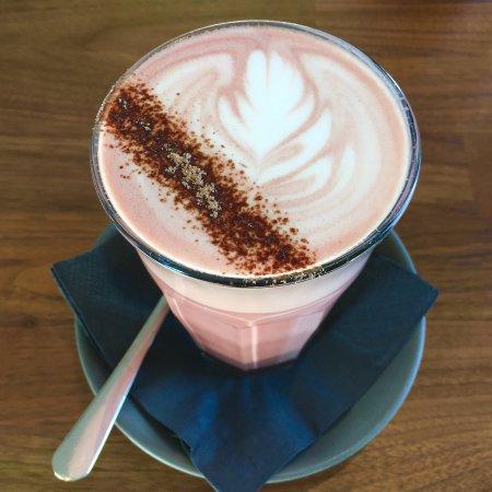 Jindabyne, Austrália: Red Velvet - House made chocolate syrup, beetroot powder & milk/mylk <3