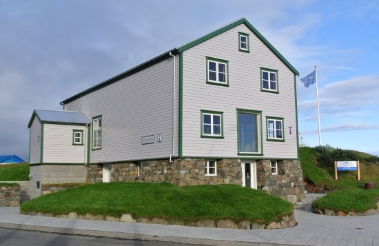 Hofn, Island: Gamlabúð Visitor Center is situated in one of the oldest building in Höfn, right by the harbour.