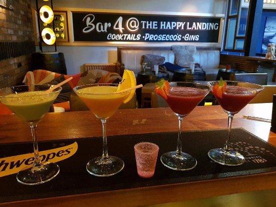 Eglinton, UK: Cocktails in Bar 4