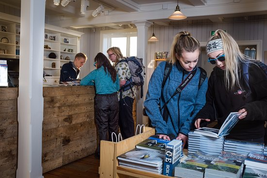 Hofn, Islande : In our shop we have books in icelandic, english, german, spanish, and french.