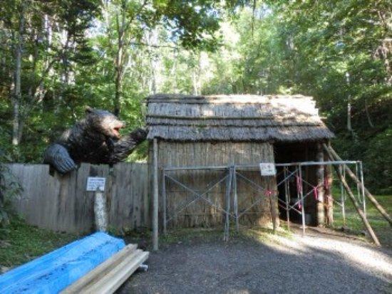 Tomamae-cho, Japan: 開拓小屋とヒグマ