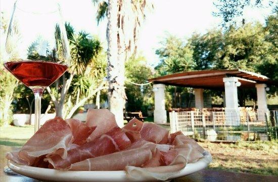 San Vito dei Normanni, Italia: Eccellente Salumi e carni a dir poco divine,location fantastica! grazie MarinaTiziana da Fonte N