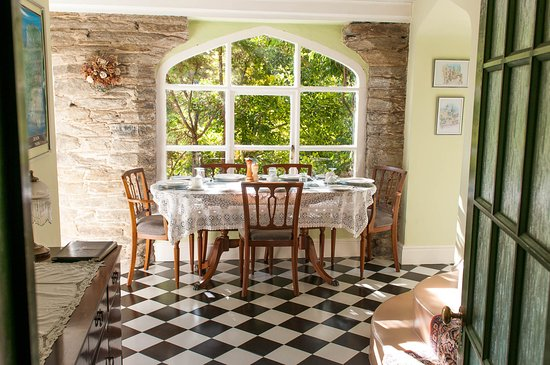 Old School House B&B: Dining area